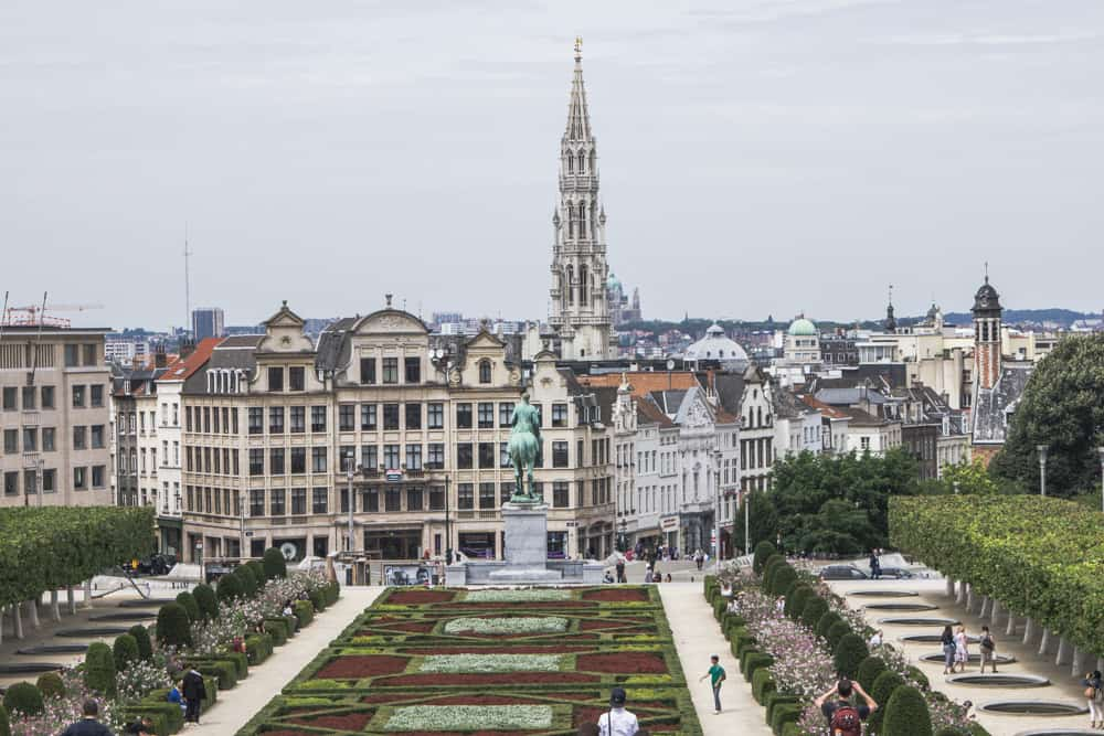 Mont des Arts Gardens in Brussels, Belgium overlooks the city's beautiful architecture!