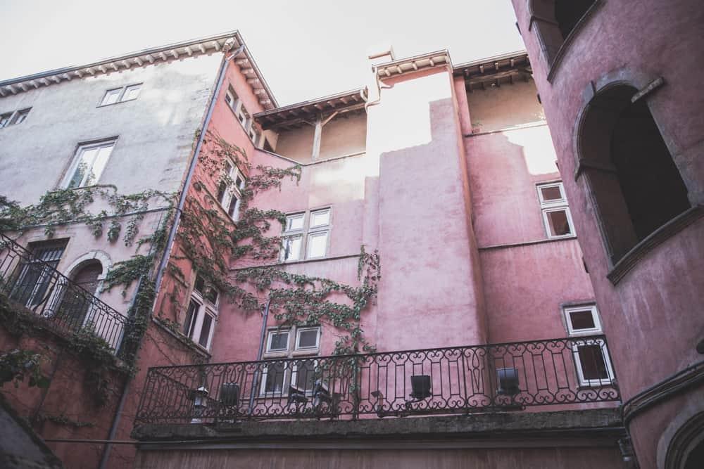 Maison du Crible – Tour Rose is a pink traboule in Old (Vieux) Lyon