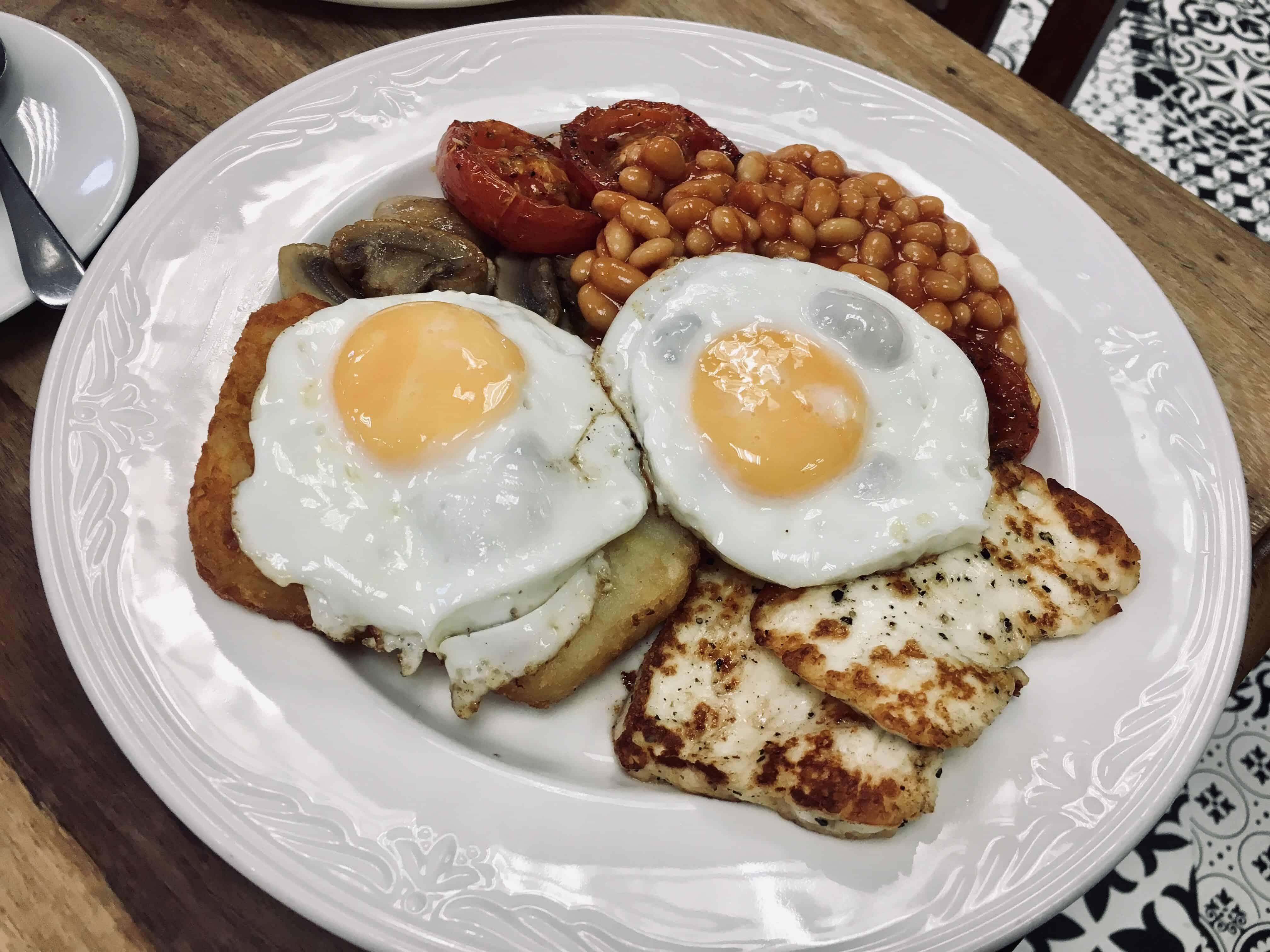 English Breakfast with eggs, halloumi cheese, tomatoes, beans, hashbrowns, and mushrooms - One of my favorite vegetarian european dishes