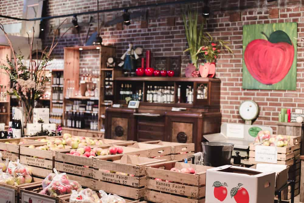 The Jan Hinrich Feindt shop sells fruits, vegetables, and specialty regional products