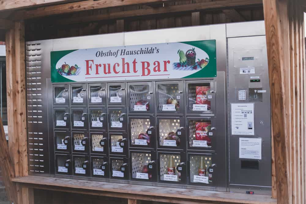 Obsthof Hauschildt's FruchtBar sells fruit from a vending machine!