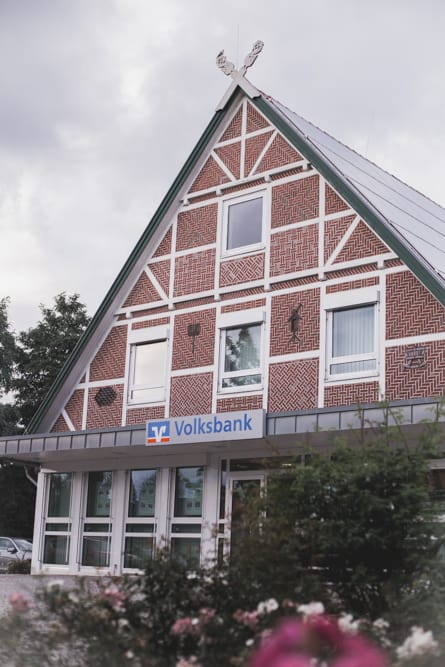 The Volksbank in Altes Land is a half-timbered house