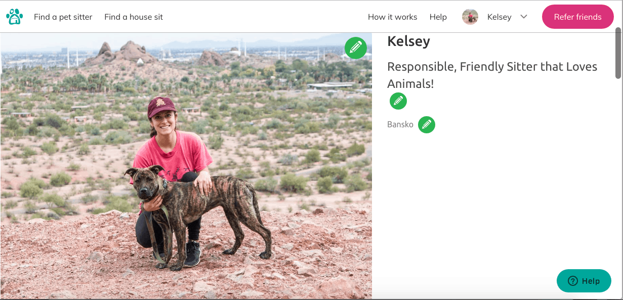 Kelsey with a dog in the desert on her Trusted Housesitters profile